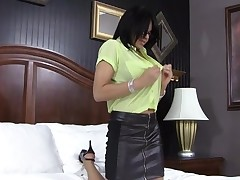 Ebon gal endures ultimate satisfaction from her stud